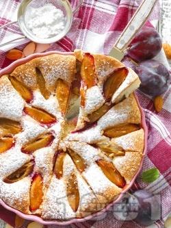 Лесен сочен сладкиш / пай с пресни сини сливи и пудра захар - снимка на рецептата